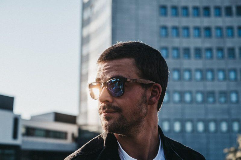 Clever Hans Holz-Sonnenbrille Look