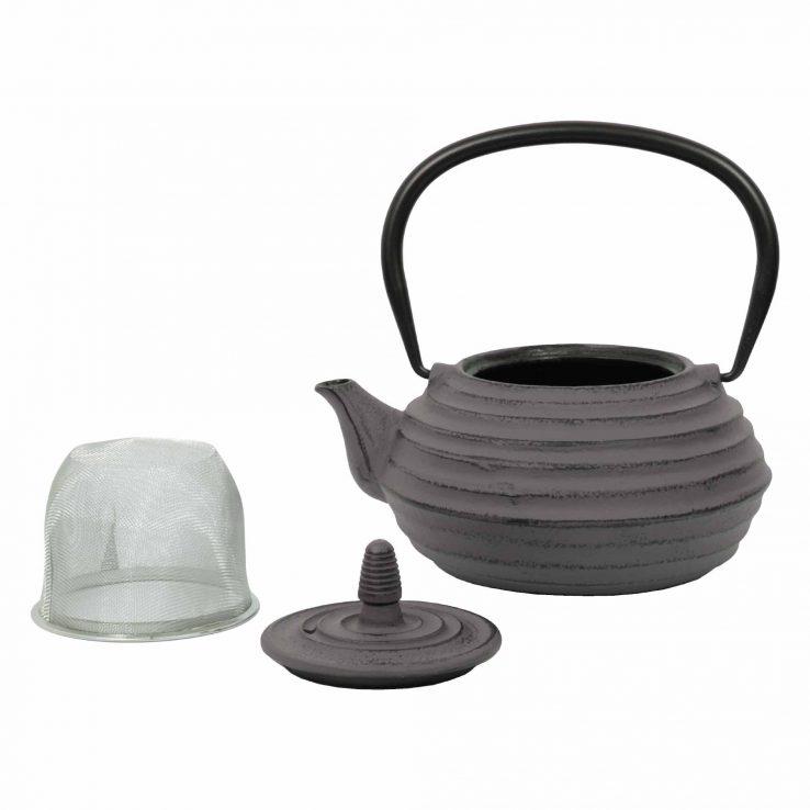 Teekanne aus Gusseisen 'Zubu' in Grau, Lookbook01