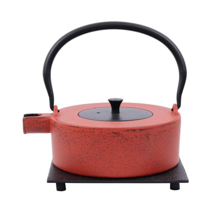 Teekanne aus Gusseisen Heii Na 800ml rot mit schwarzem Deckel